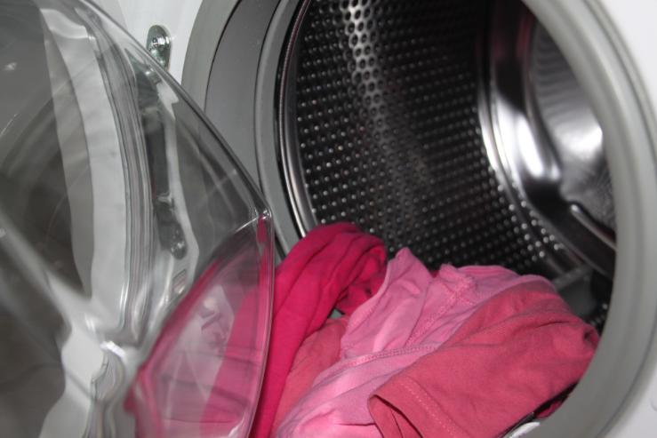 Jak vyzrát na zápach prádla z pračky