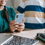 Výběr prvního mobilu pro dítě je lepší nepodcenit